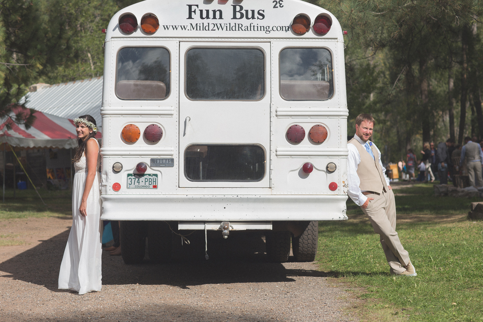 045-wedding-party-bus-fun-photography
