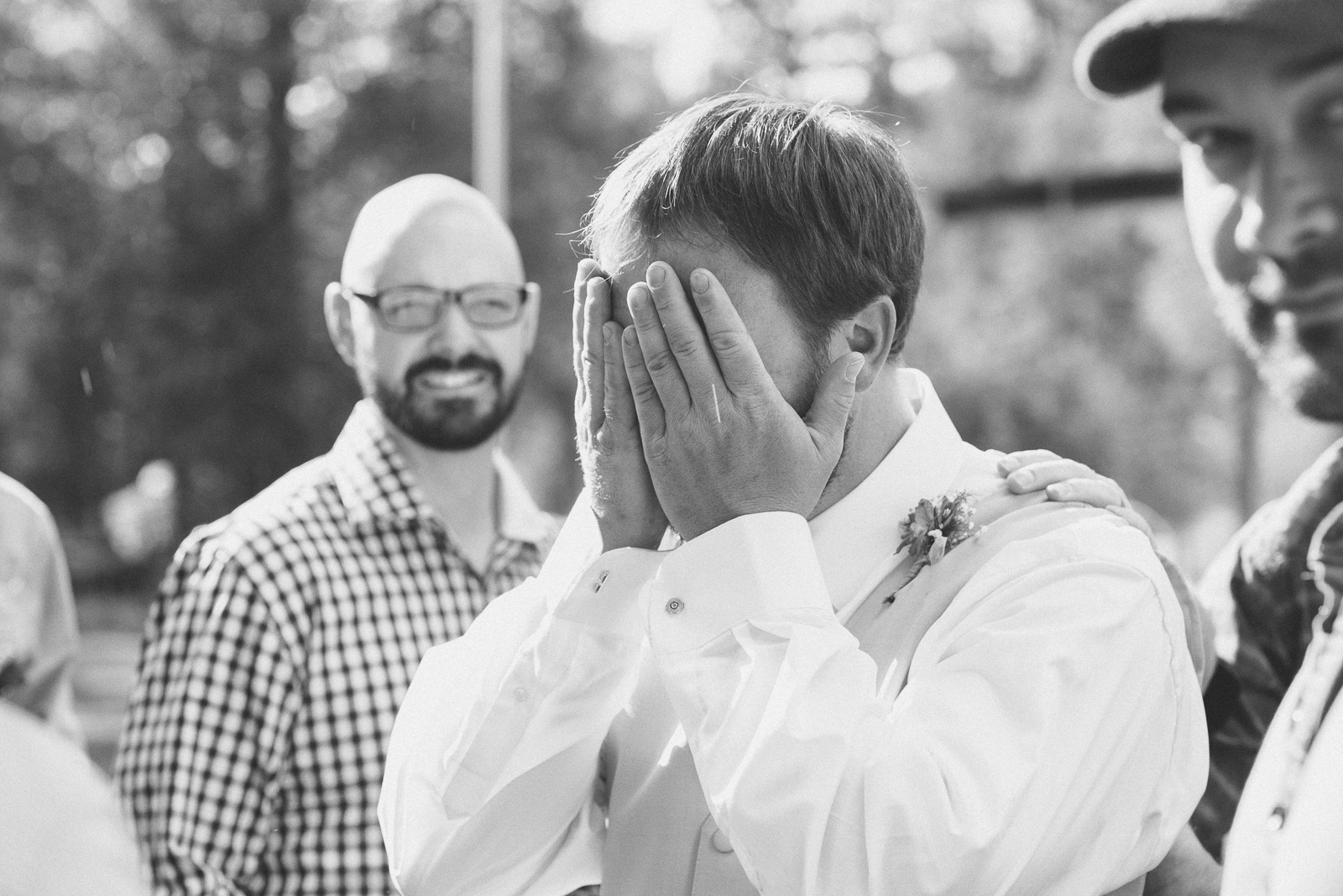 055-wedding-party-bus-fun-photography-ceremony