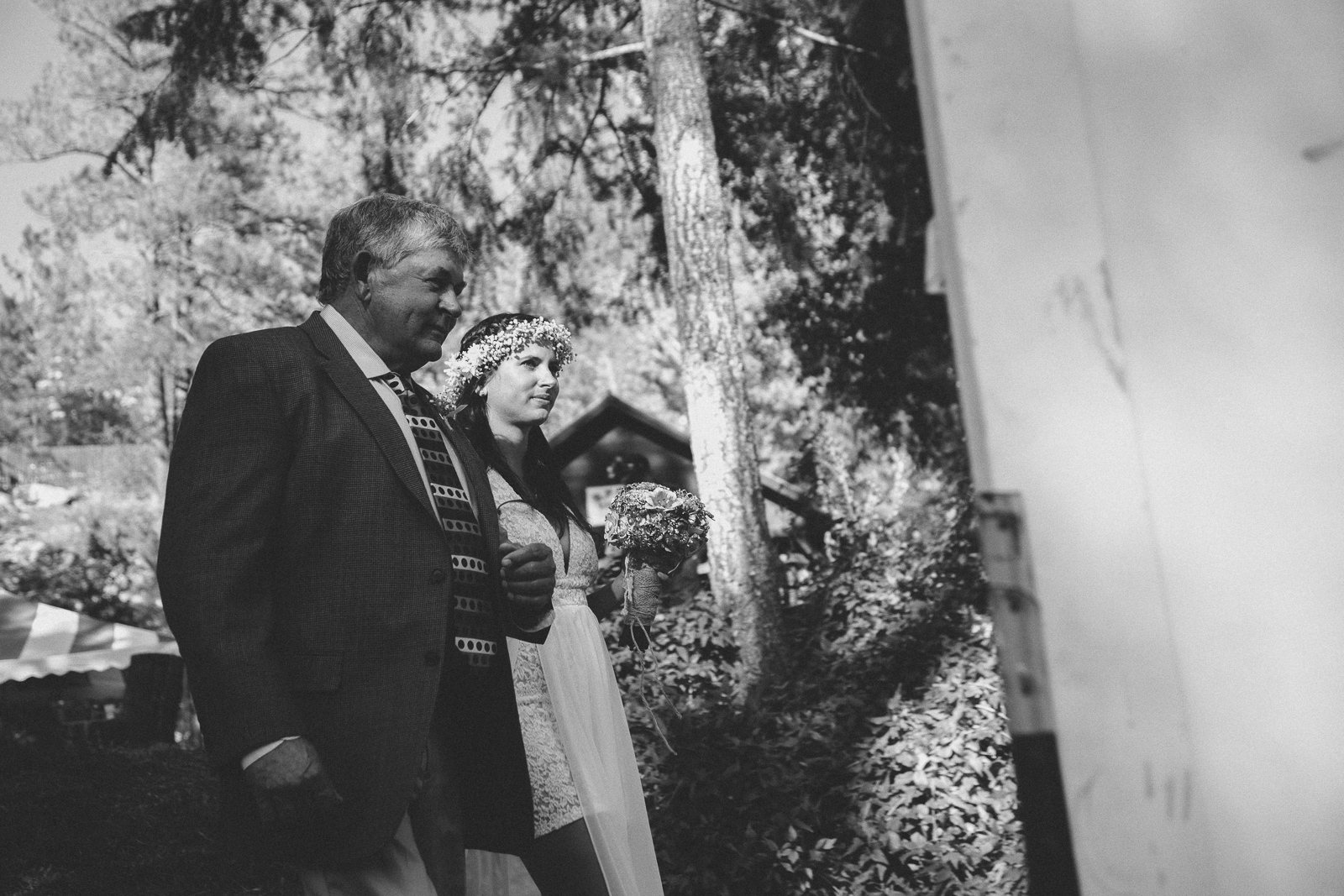 060-wedding-party-bus-fun-photography-ceremony