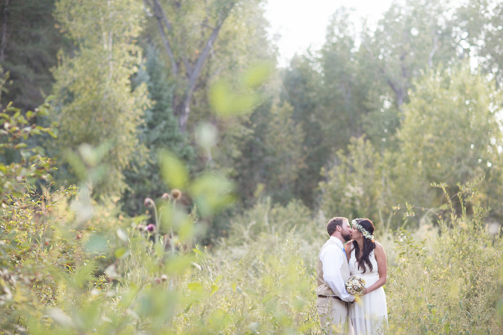 113-wedding-fun-photography-bride-groom-unique-nature-trees