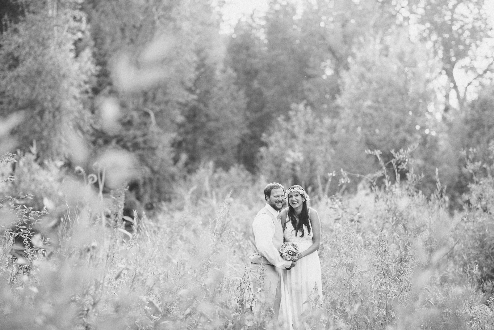 116-wedding-fun-photography-bride-groom-unique-nature-trees