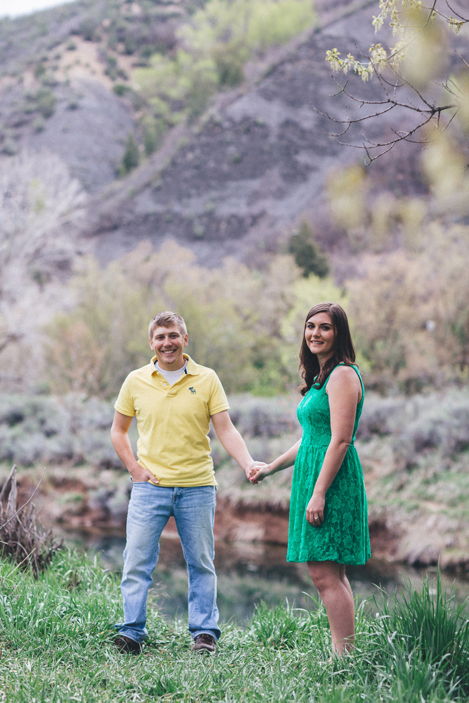 042-engagement-trees-fun-wedding-train-laughing-durango-colorado-farmington-candid