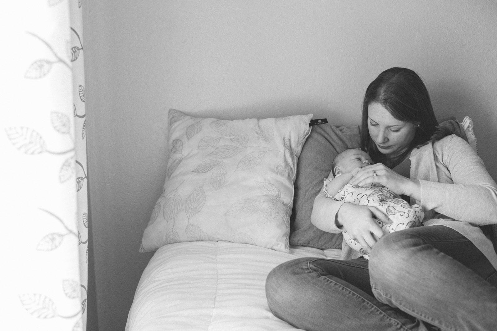 042-newborn-baby-family-birds-bed-cuddling-new-mexico-farmington
