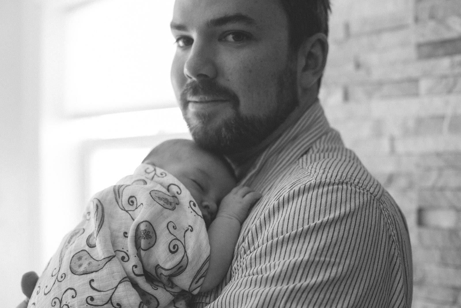048-newborn-baby-family-birds-bed-cuddling-new-mexico-farmington