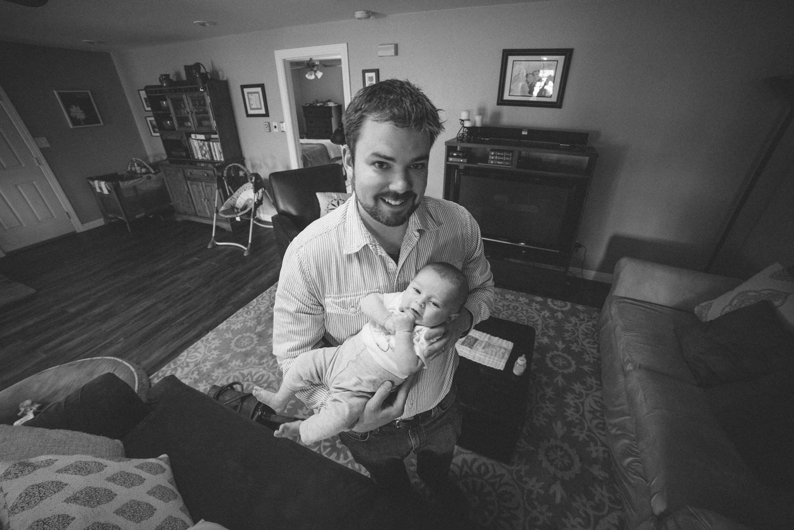 051-newborn-baby-fatherhood-birds-bed-cuddling-new-mexico-farmington