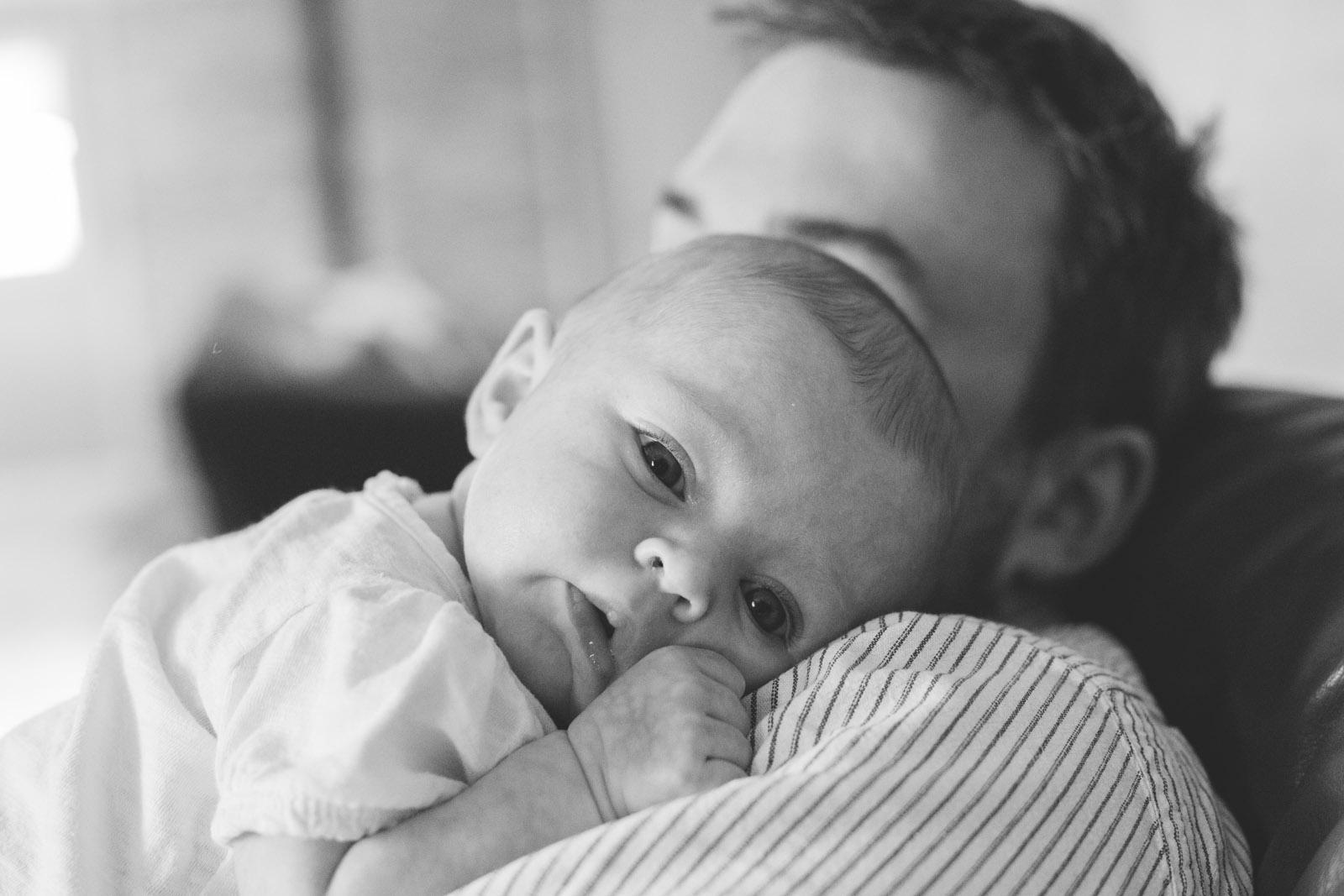 054-newborn-baby-fatherhood-birds-bed-cuddling-new-mexico-farmington