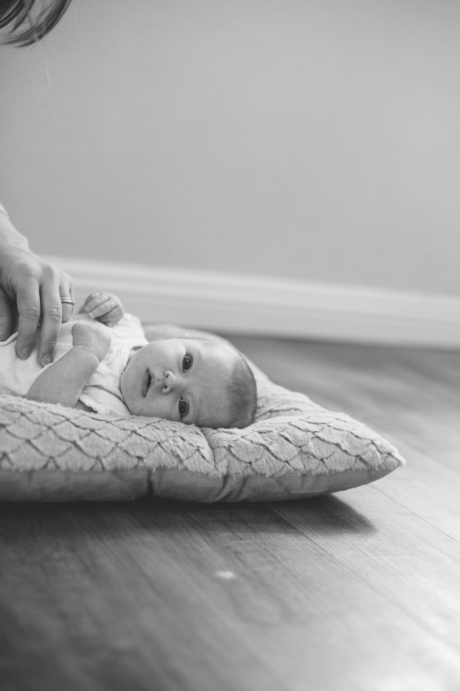 061-newborn-baby-fatherhood-birds-wood-floor-playing-new-mexico-farmington