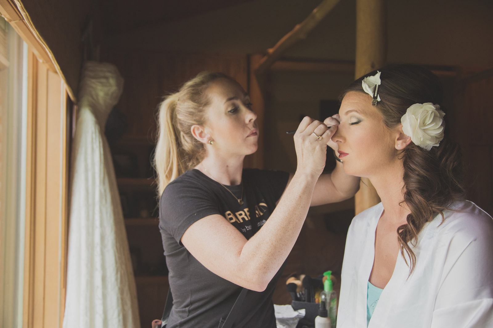 006-wedding-make-up-bride-window-flower-preparation