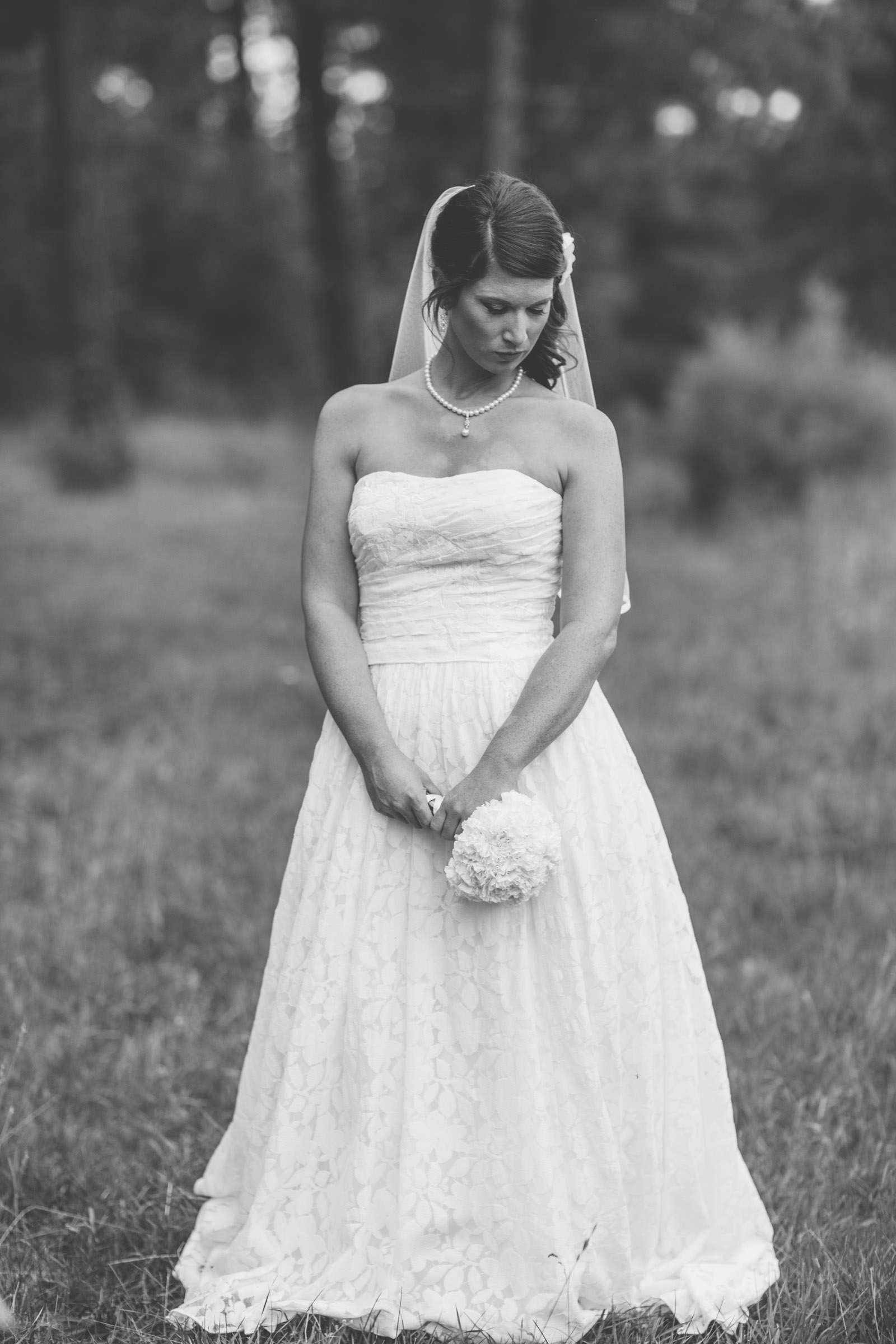 047-bride-wedding-wooden-woods-forest-pictures-photos-dress-photography-porttraits