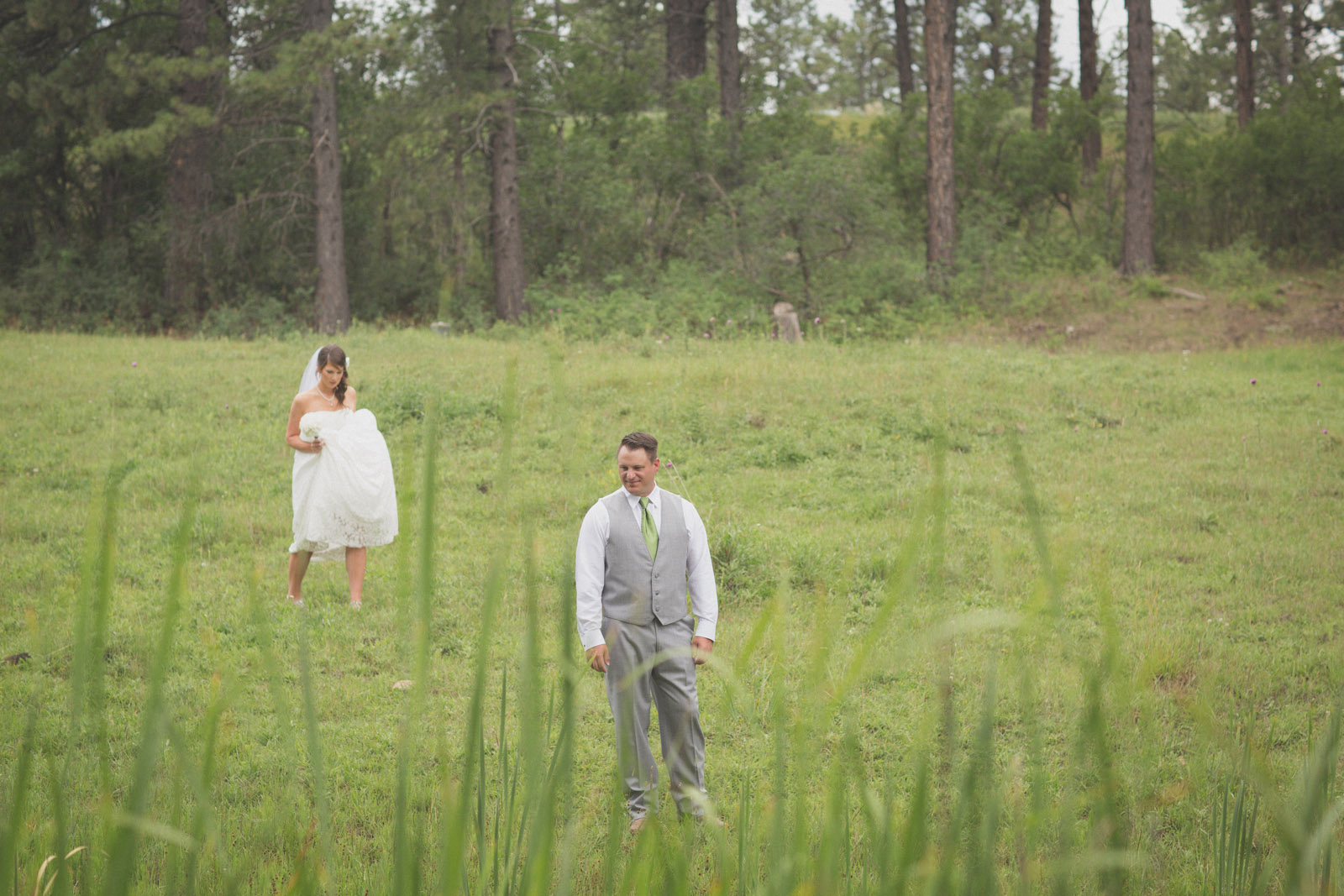 061-groom-bride-wedding-cabin-woods-forest-pictures-photos-dress-photography-portraits-first-look-firstlook-reveal-happy-farmington-aztec-durango-mancos-co-nm
