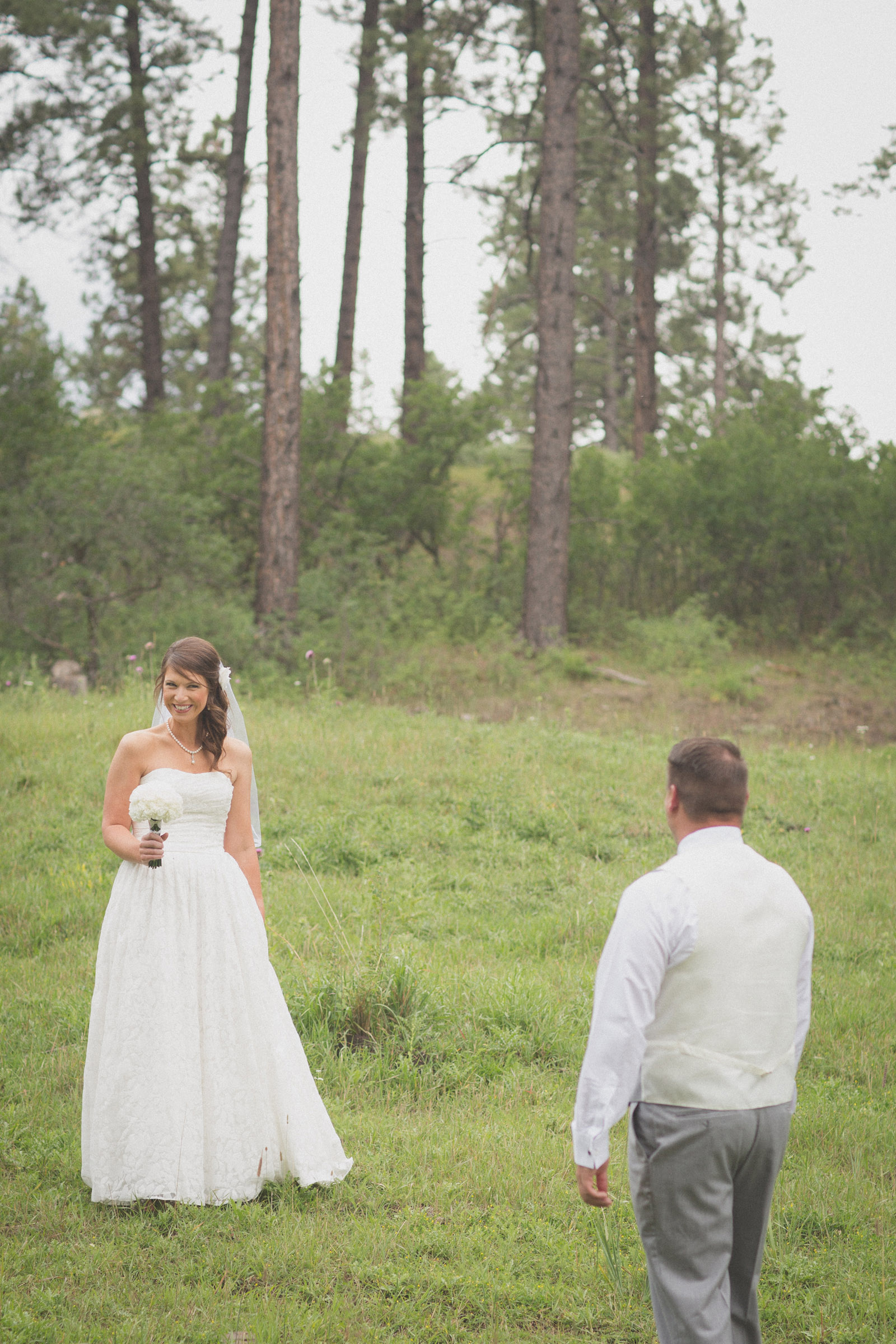 065-groom-bride-wedding-cabin-woods-forest-pictures-photos-dress-photography-portraits-first-look-firstlook-reveal-happy-farmington-aztec-durango-mancos-co-nm