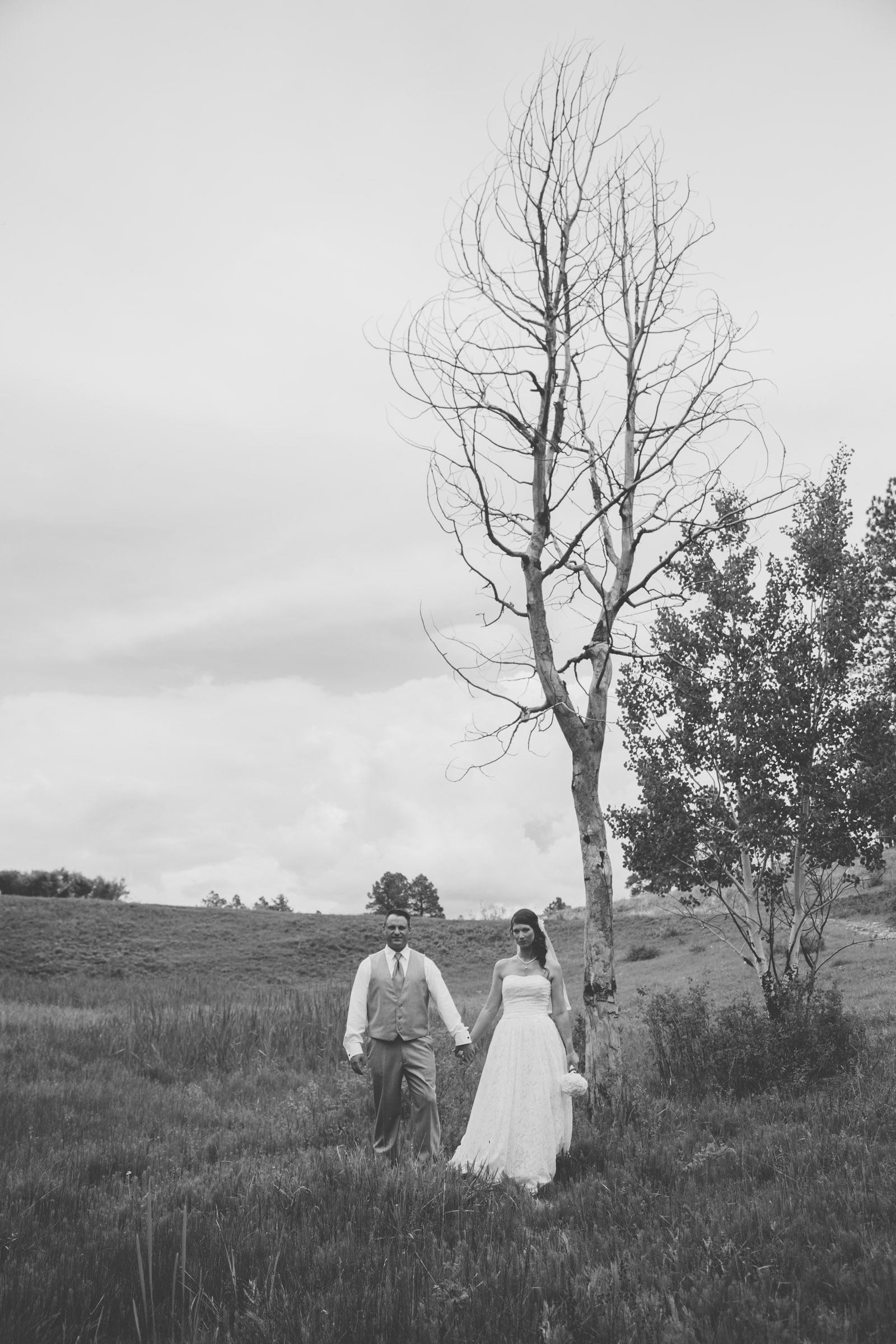 078-lake-trees-groom-bride-wedding-cabin-woods-forest-pictures-photos-dress-photography-portraits-first-look-firstlook-reveal-happy-farmington-aztec-durango-mancos-co-nm