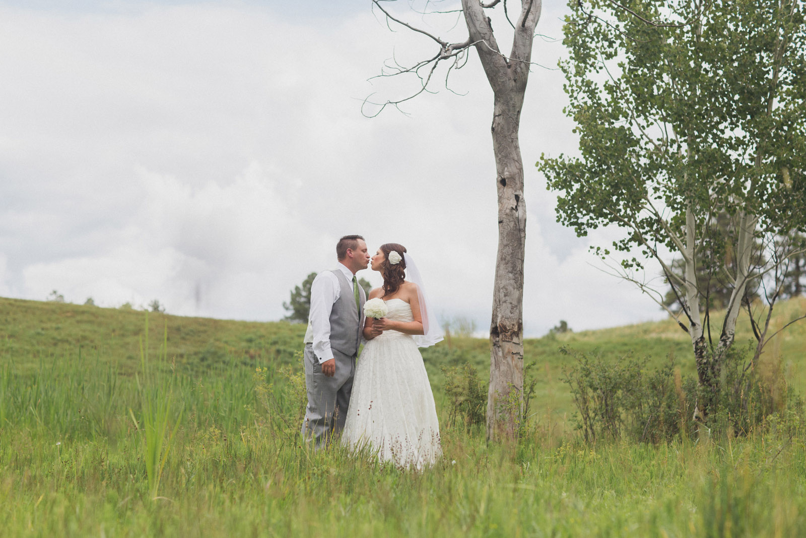 080-lake-trees-groom-bride-wedding-cabin-woods-forest-pictures-photos-dress-photography-portraits-first-look-firstlook-reveal-happy-farmington-aztec-durango-mancos-co-nm
