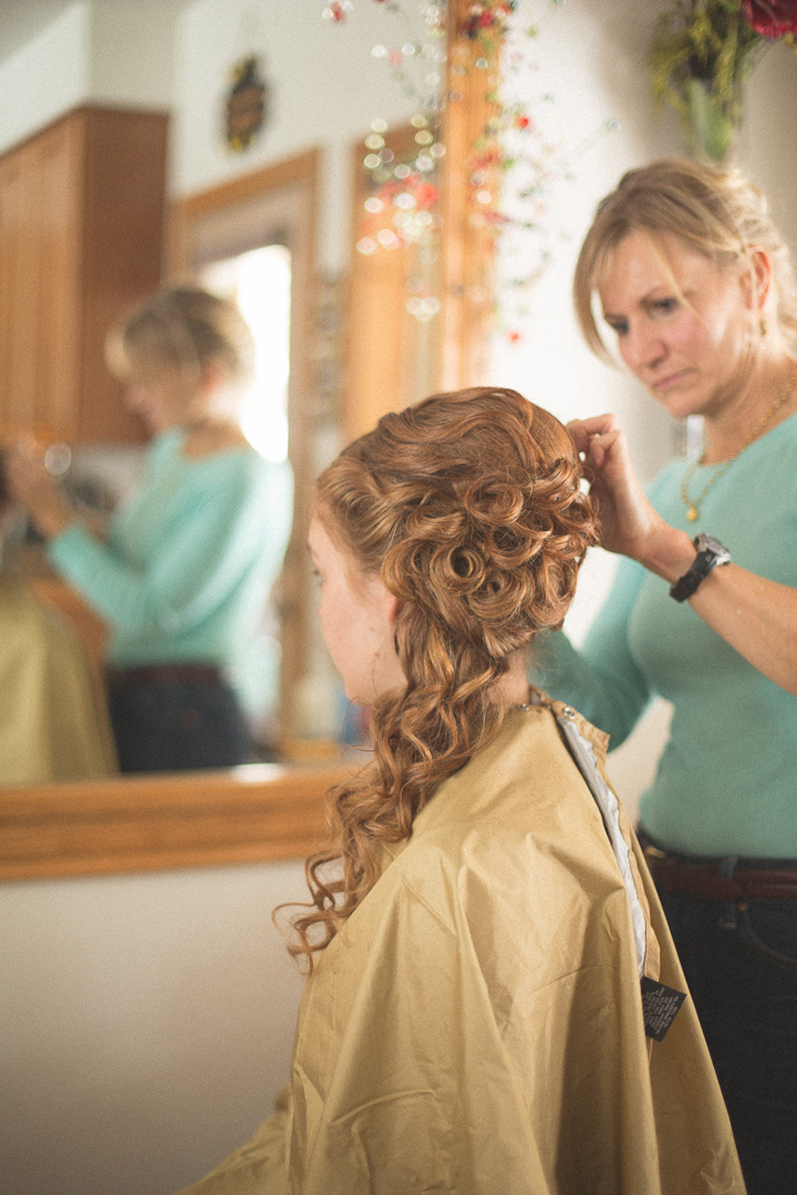 002-girl-getting-ready-for-colorado-wedding