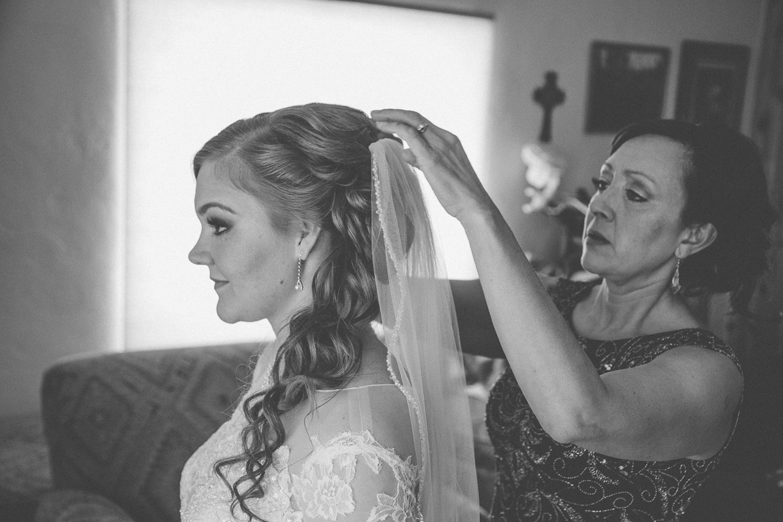 056-getting-ready-with-wedding-dress-first-look-with-daddy-mirabal-photography