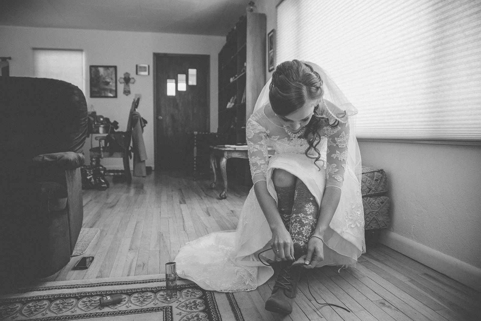 059-getting-ready-with-wedding-dress-first-look-with-daddy-mirabal-photography