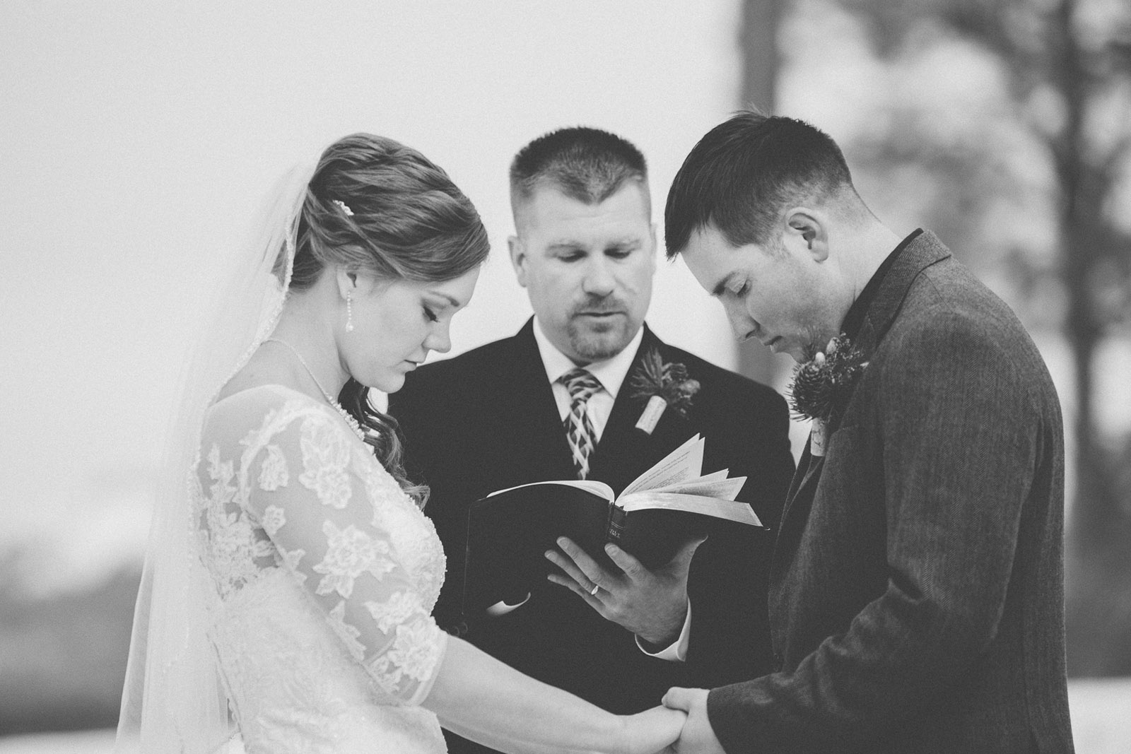104-wedding-ceremony-in-pagosa-springs-wedding-photographer-snow-winter-wedding
