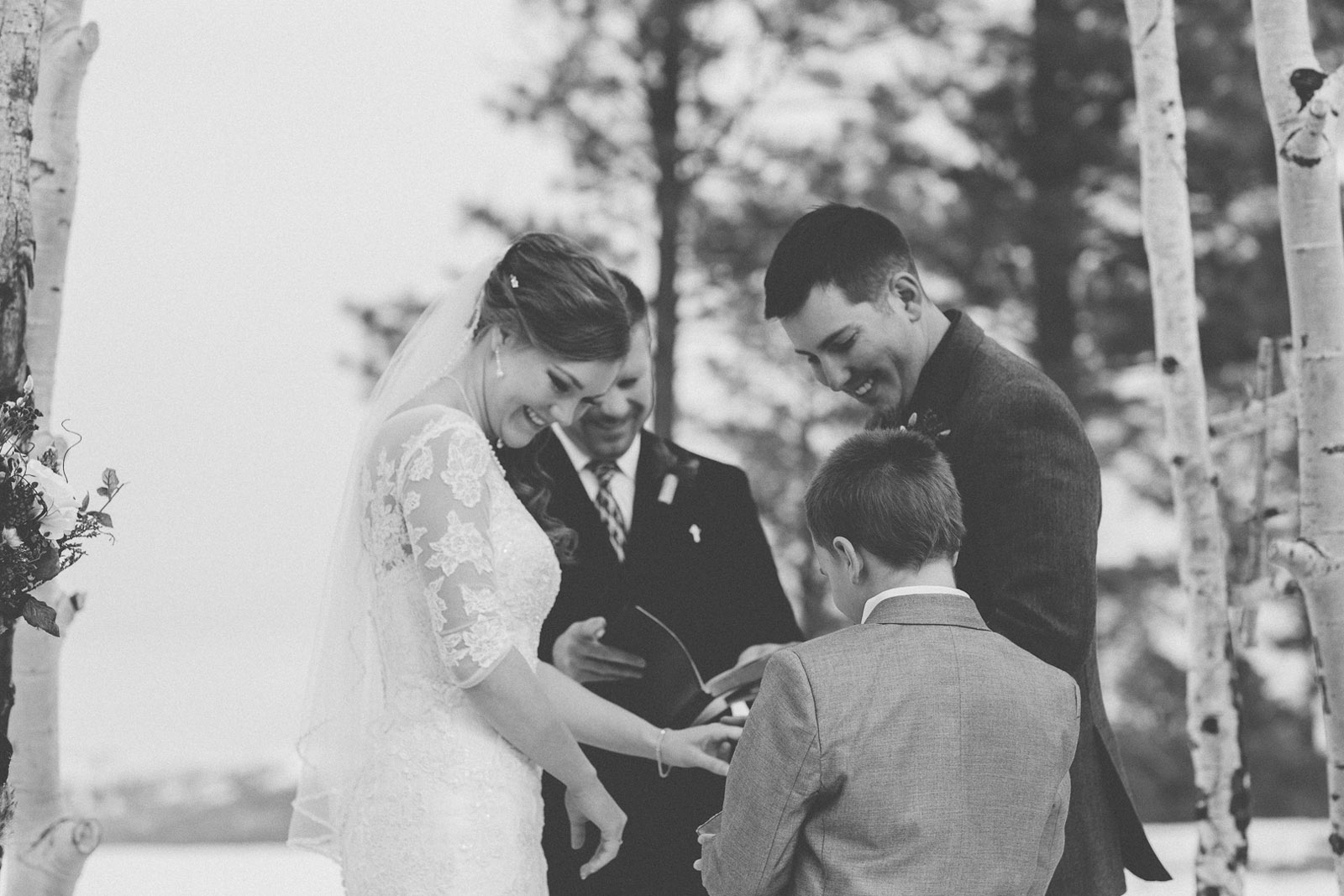 116-wedding-ceremony-in-pagosa-springs-wedding-photographer-snow-winter-wedding