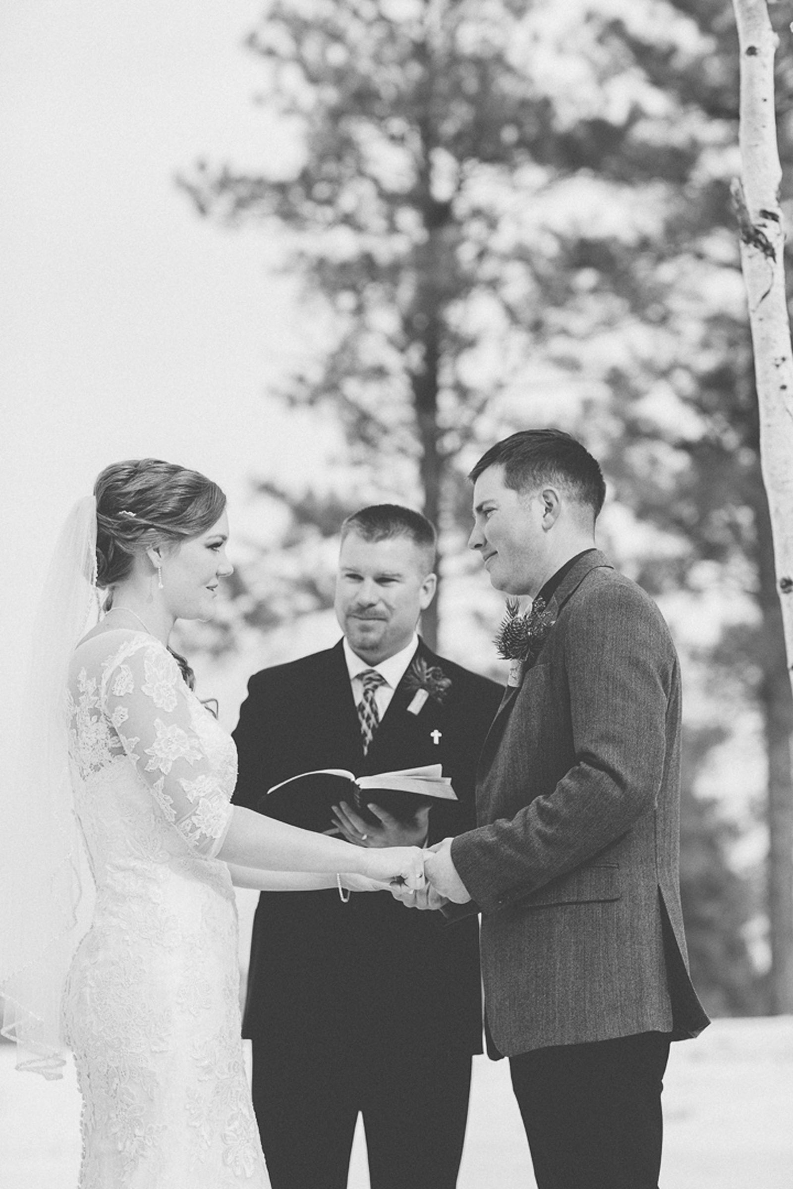 117-wedding-ceremony-in-pagosa-springs-wedding-photographer-snow-winter-wedding