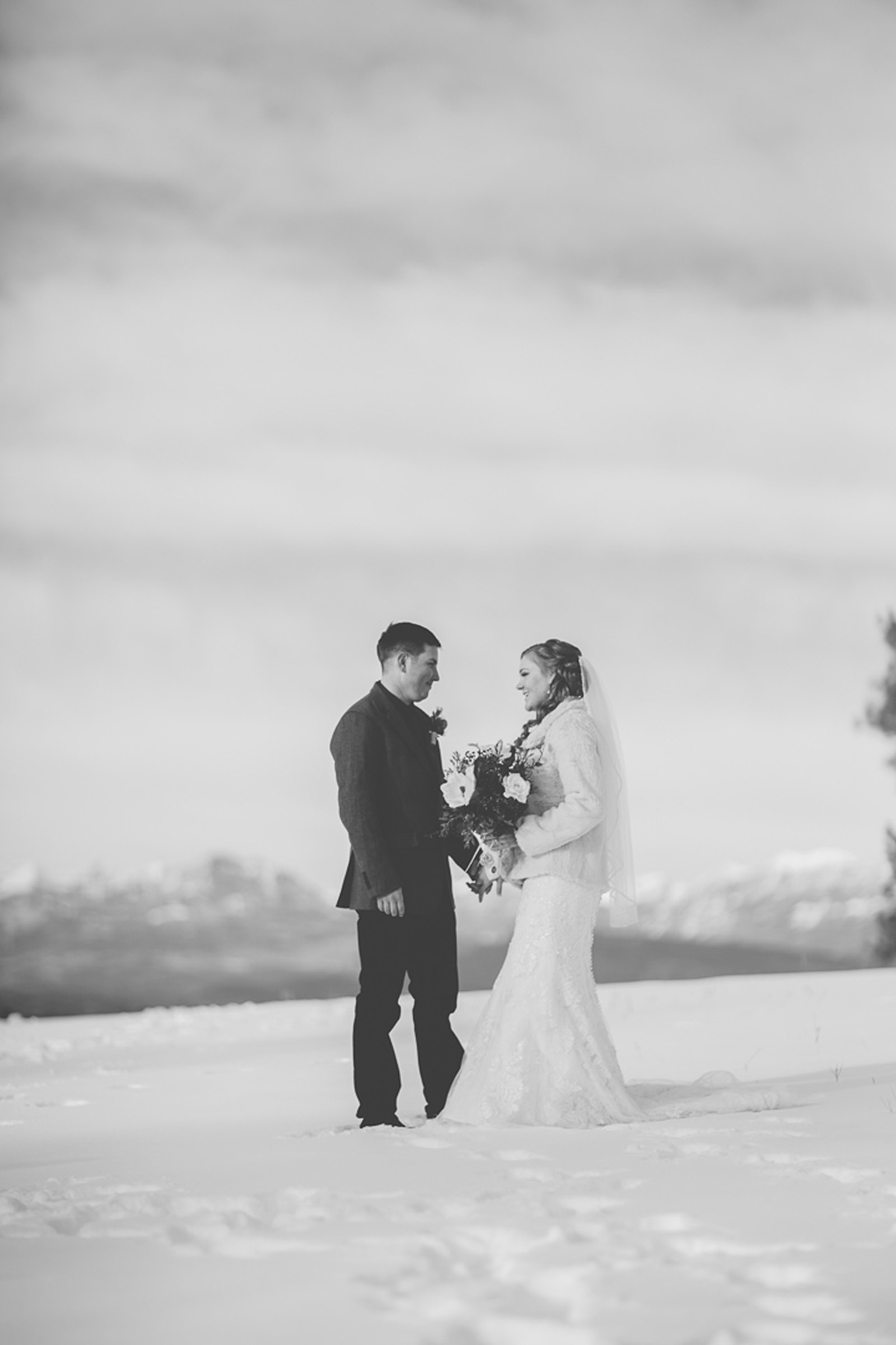 133-wedding-photographer-captures-newlyweds-in-snow-during-a-winter-snow-wedding-in-the-mountains-in-colorado
