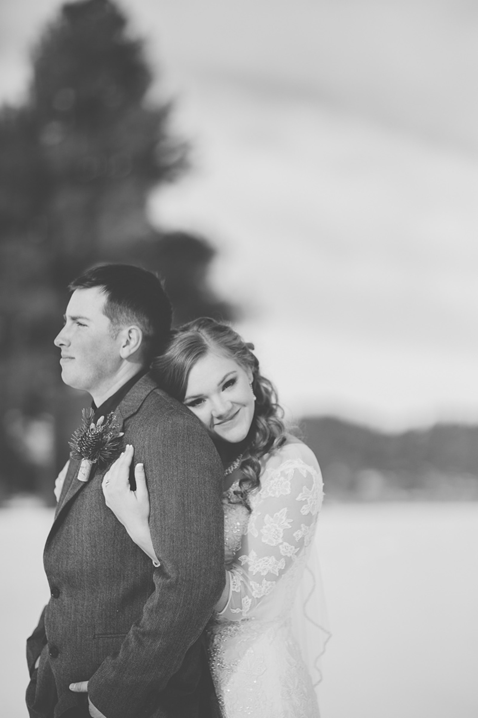141-wedding-photographer-captures-newlyweds-in-snow-during-a-winter-snow-wedding-in-the-mountains-in-colorado